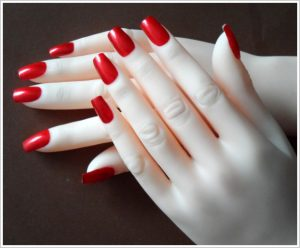 Die Fingernägel werden ganz nach Wunsch gestaltet
