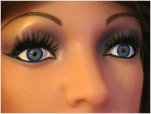 Die Liebespuppe wird mit handgemalten Augen in Wunschfarbe ausgestattet
