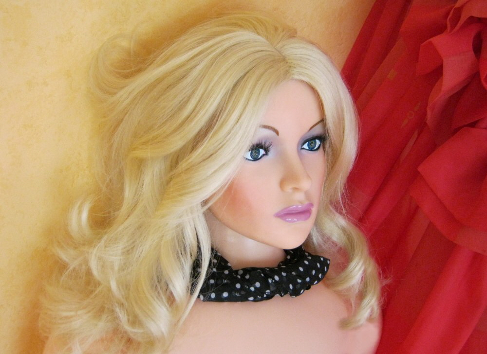 blonde Sexpuppe Bianca
