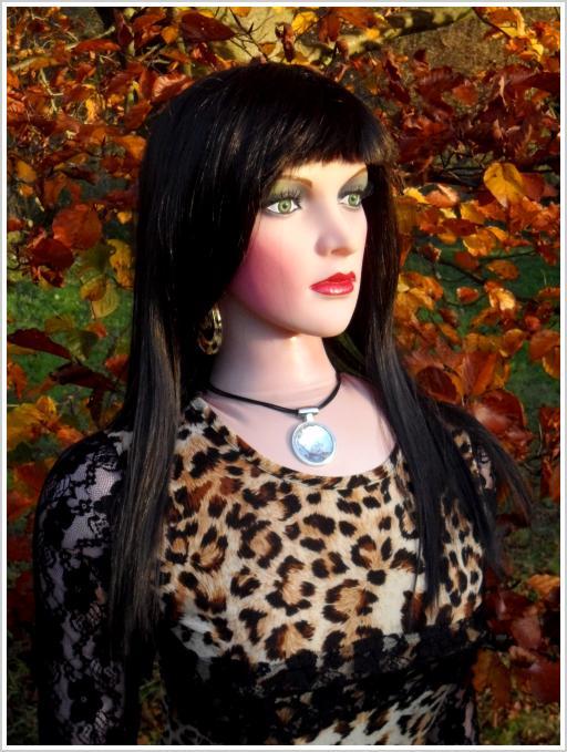 Top Model Vicky mit schwarzen Haaren