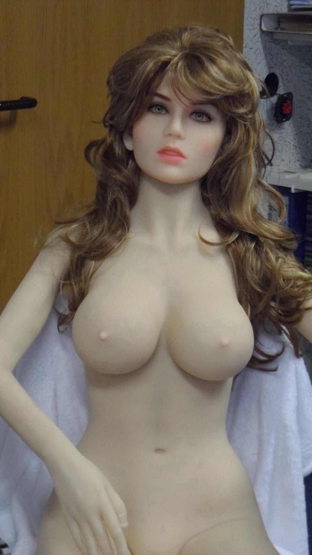Sexpuppe Eva mit braunen Haaren
